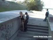 Девушки сосут на улице