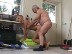 smotret-korotkometrazhniy-pornofilm-v-horoshem-kachestve-smotret-kak-paren-zalez-blondinke-v-trusiki-video