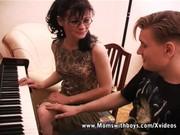 Maloletniy sin i mama seks