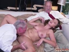 Порно доберман трахает телку