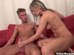 Порно женщины суют в уретру вещи
